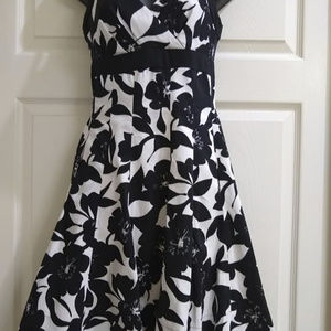 White and Black house floral flared dress  size 0
